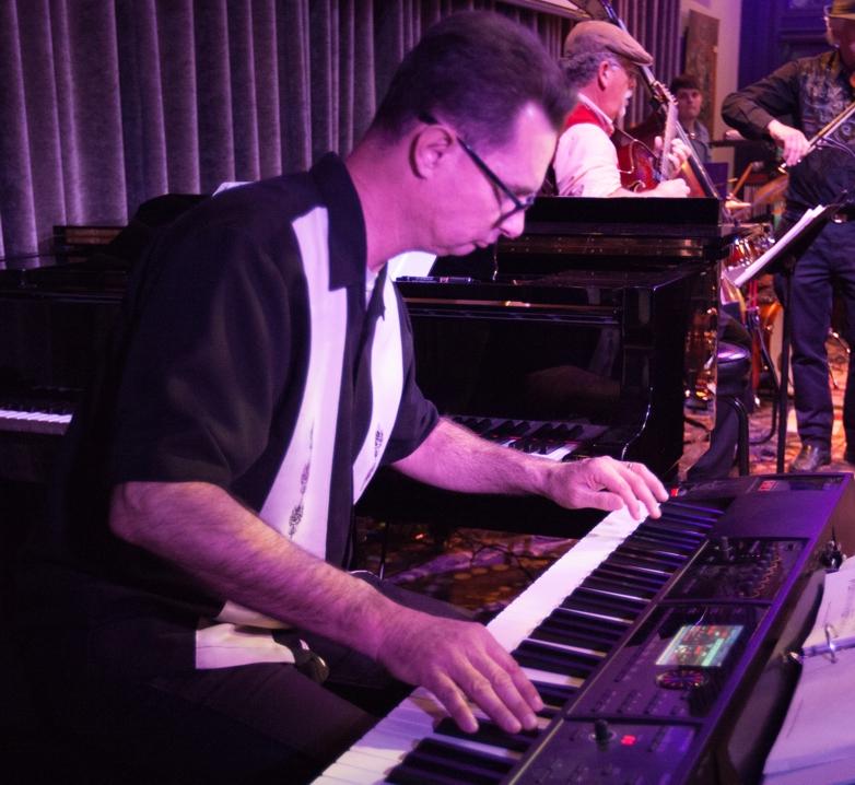 Mark Rickey (keyboards)